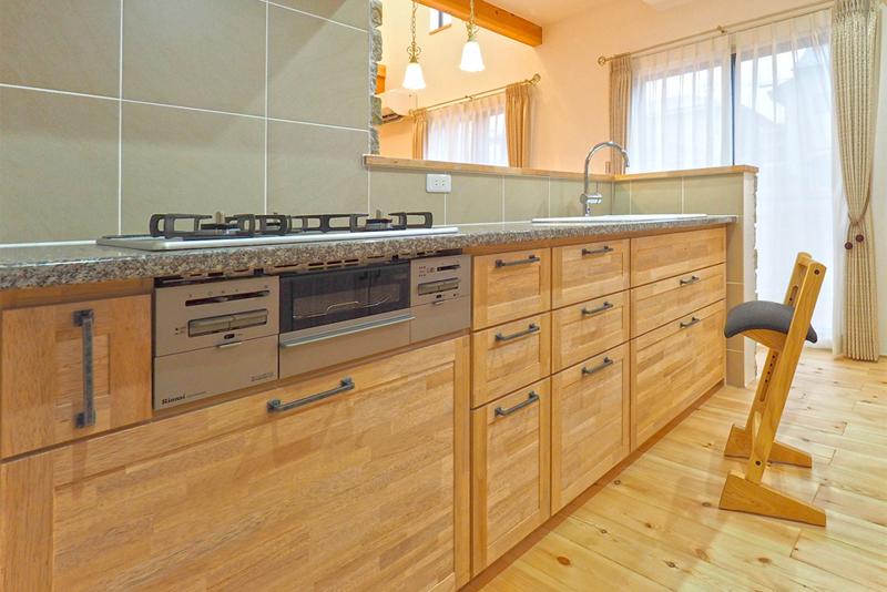 キッチン:オリジナル無垢の木のキッチン